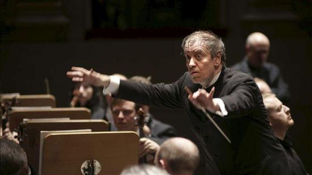 El director de orquesta ruso Valery Gergiev, dirige en el Teatro Real de Madrid. La Orquesta Mundial por la Paz, una formación de músicos de más de cuarenta países fundada por el húngaro-británico George Solti, y dirigida por el ruso Valery Gergiev, será proclamada Artista de la UNESCO para la Paz. EFE/Archivo