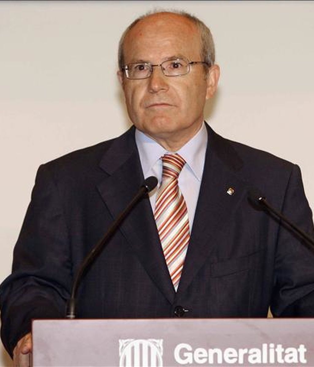 El presidente de la Generalitat, José Montilla, durante la rueda de prensa posterior a la reunión mantenida en el Palau de la Generalitat esta mañana con el vicepresidente tercero del Gobierno Manuel Chaves. EFE