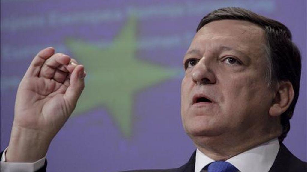 El presidente de la Comisión Europea (CE), José Manuel Durao Barroso, hoy durante una rueda de prensa para exponer las aspiraciones de esta institución ante la próxima cumbre del G20 sobre la reforma financiera en la sede de la CE en Bruselas (Bélgica). EFE