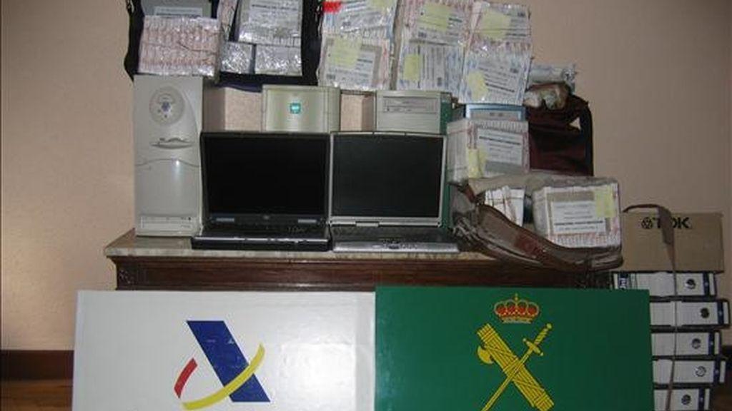 Imagen de otra operación de la Agencia Tributaria y la Guardia Civil, contra una red especializada en la evasión de impuestos. EFE/Archvio