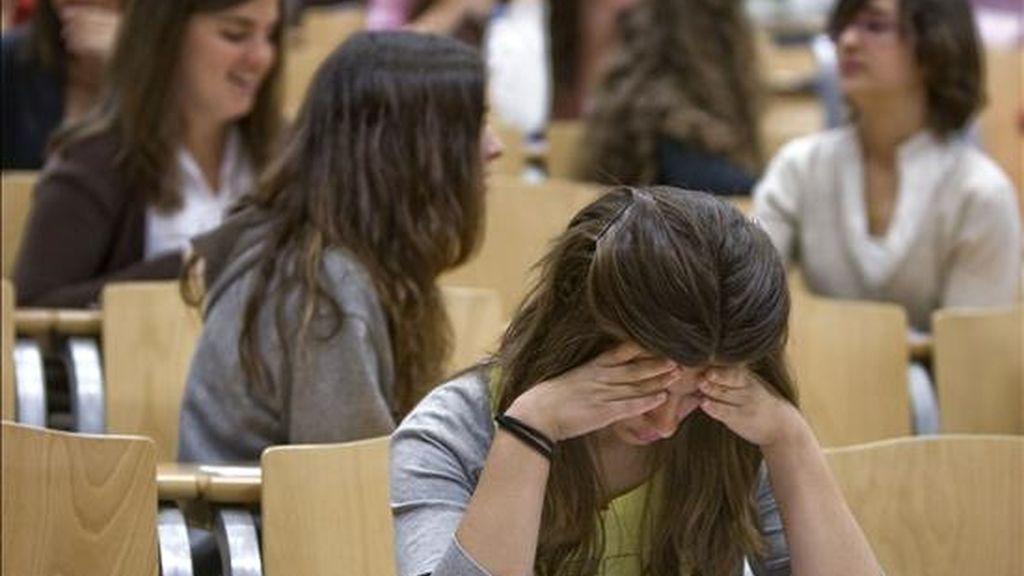 Los examenes de la selectividad han arrancado este lunes. Video: Informativos Telecinco.