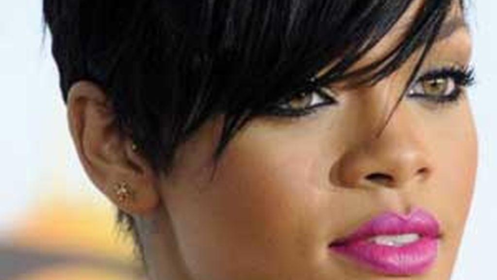 Rihanna ha decidido romper con su novio Chris Brown, acusado de pegarle una paliza en febrero pasado. Foto archivo