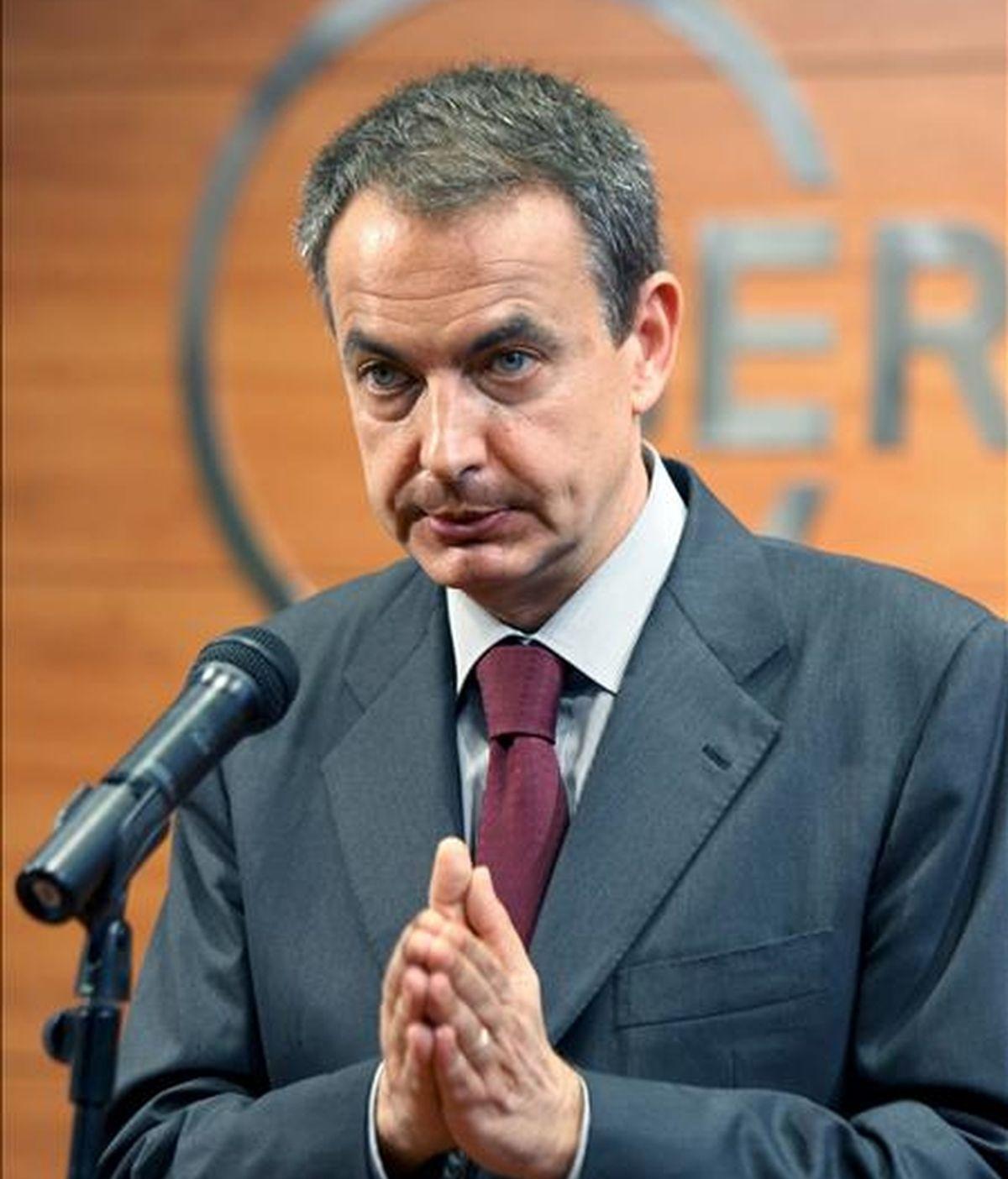El presidente del Gobierno José Luis Rodríguez Zapatero, durante la rueda de prensa que realizo hoy en el Círculo de Economía, donde mantuvo un encuentro-almuerzo con empresarios catalanes.-EFE