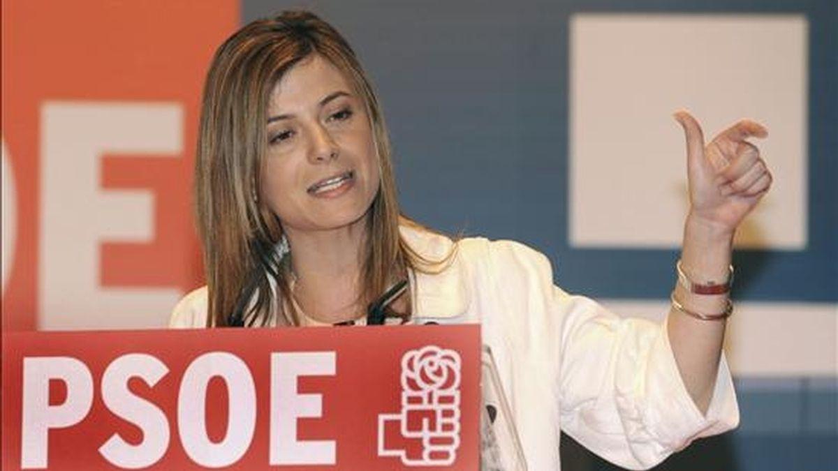 La ministra de Igualdad, Bibiana Aído, durante el mitin que los socialistas canarios celebrado en el Auditorio Alfredo Kraus de Las Palmas de Gran Canaria. EFE
