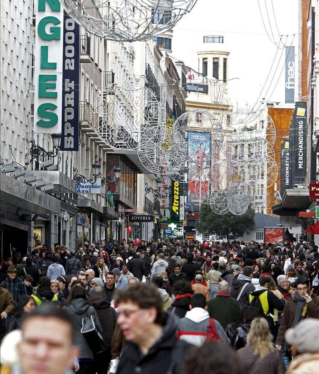 Vista general de la madrileña calle Preciados. EFE/Archivo