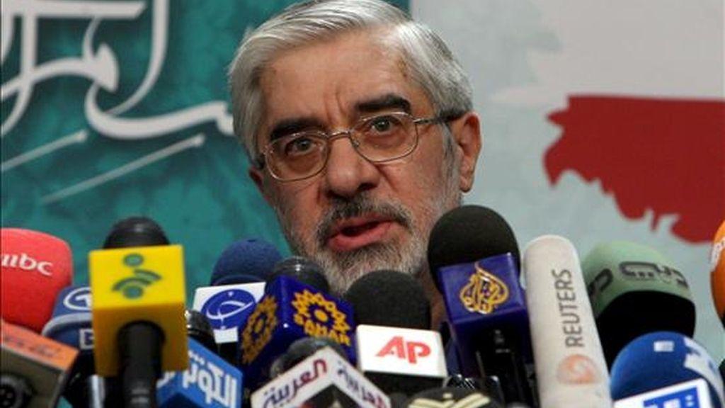El ex primer ministro y candidato moderado a la presidencia de Irán, Mir Husein Musavi, durante la rueda de prensa ofrecida hoy en Teherán. EFE