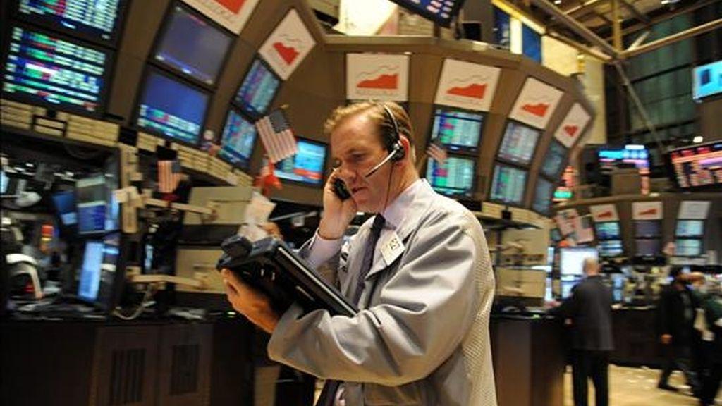 El índice Dow Jones de Industriales, que agrupa a treinta de las mayores empresas que cotizan en Estados Unidos, acabó en 11.362,41 enteros, tras sumar 106,63 unidades. EFE/Archivo