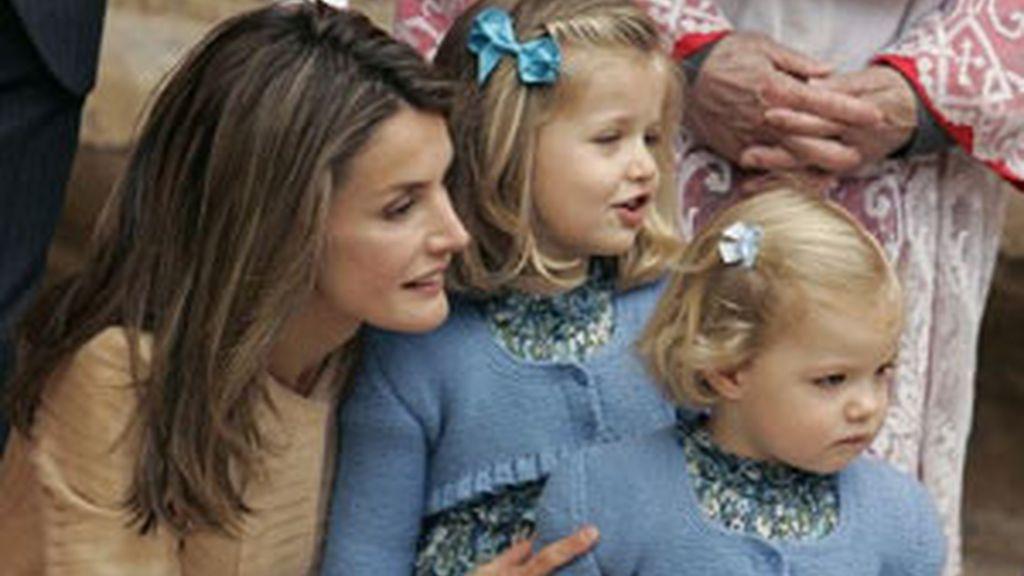 Leonor y Sofía fueron las más aplaudidas a su llegada a la misa de Pascua en Mallorca. Foto: EFE