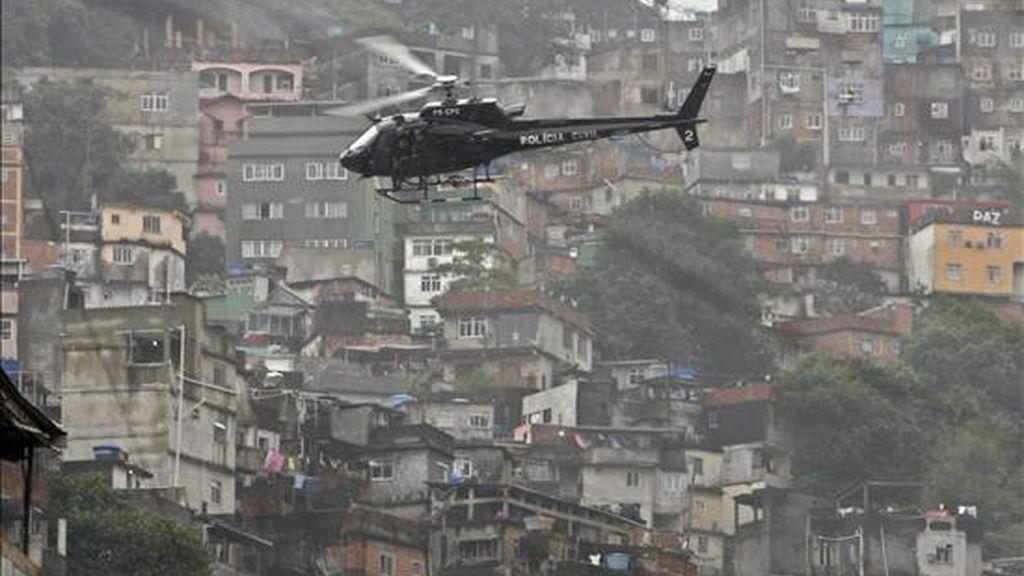 Los sucesos ocurrieron esta mañana, cuando los policías ocuparon las peligrosas barriadas de Coréia, Taquaral, Rebu y Vila Aliança para hacer cumplir órdenes judiciales de prisión contra presuntos narcotraficantes. EFE/Archivo