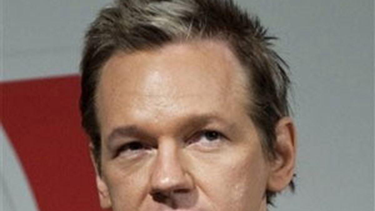 Nacido en la Isla Magnetica de Australia en algún momento de 1971, Assange ha deambulado de un sitio a otro desde su niñez.