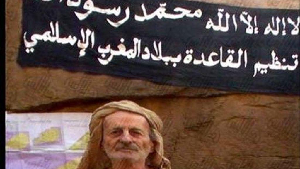 """Foto facilitada meses atrás por Al Qaeda en el Magreb Islámico del francés Michel Germaneau, así como de su pasaporte. Sarkozy ha confirmado hoy el asesinato """"bárbaro y odioso"""" del cooperante galo secuestrado. EFE/Archivo"""