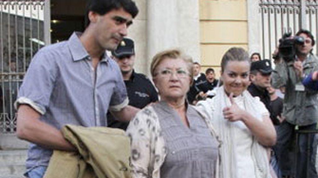 Carlos Carretero, supuesto cabecilla de la trama, ha reconocido haber recibido 18.000 para gestionar la pensión de la madre de Mª José Campanario. Vídeo: Informativos Telecinco.