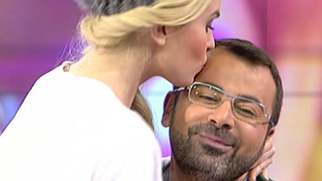 Adriana Abenia besa a Jorge Javier