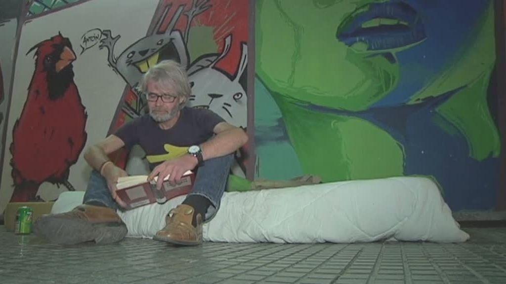 Ganaba 3000 euros mensuales como economista y ahora mendiga para vivir