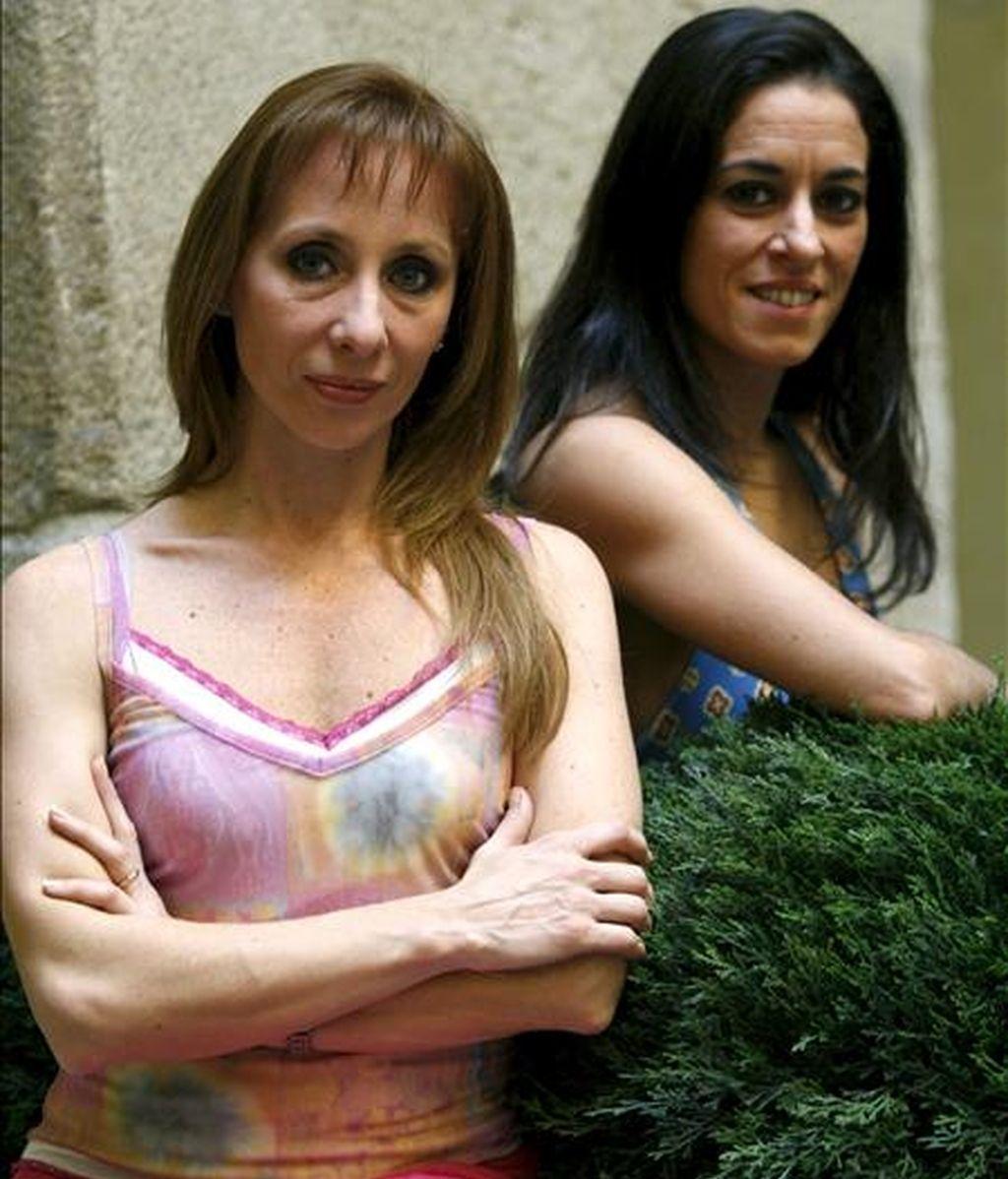 La fundadora de la Compañía Ballet Argentino, Eleonora Cassano (i), y la primera bailarina de la compañía, Cecilia Figaredo, posan con motivo de una entrevista con Efe. EFE/Archivo