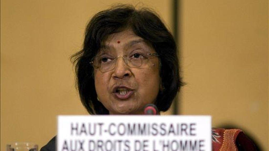 La Alta Comisionada de la ONU para los Derechos Humanos (ACDH), la sudafricana Navanethem Pillay, pronuncia un discurso frente al asiento vacío de la representación alemana, durante la inauguración de la Conferencia Mundial sobre el Racismo, en la sede de Naciones Unidas de Ginebra (Suiza), hoy, 20 de abril. La controvertida reunión, a la que faltarán varios estados clave, comenzó hoy. EFE