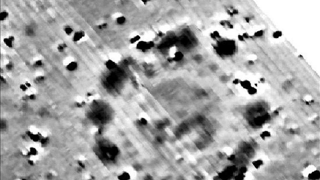 Imagen de archivo facilitada por la Universidad de Birmingham, Reino Unido, en la que se muestra la imagen de un reciente descubrimiento llevado a cabo por un grupo internacional de arqueólogos, situado cerca del complejo neolítico de Stonehenge, próximo a la ciudad de Salisbury, en Reino Unido. EFE
