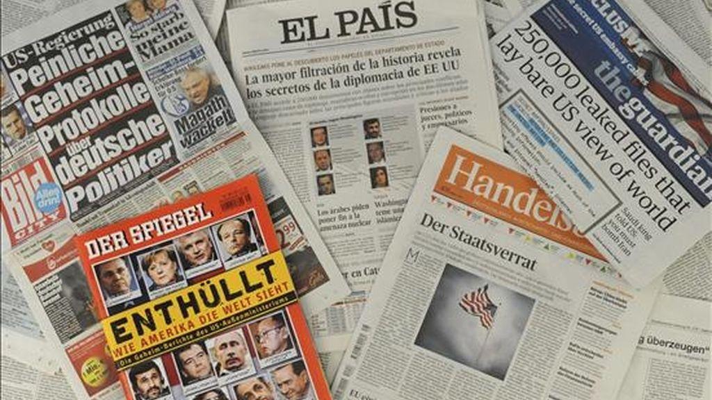 """Diversos periódicos de todo el mundo muestran en portada el último escándalo levantado por los documentos publicados por WikiLeaks ayer, 29 de noviembre de 2010. Los documentos de WikiLeaks fueron publicados por el español """"El País"""", el francés """"Le Monde"""", el estadounidense """"The New York Times"""", el británico """"The Guardian"""" y el alemán """"Der Spiegel"""". EFE"""