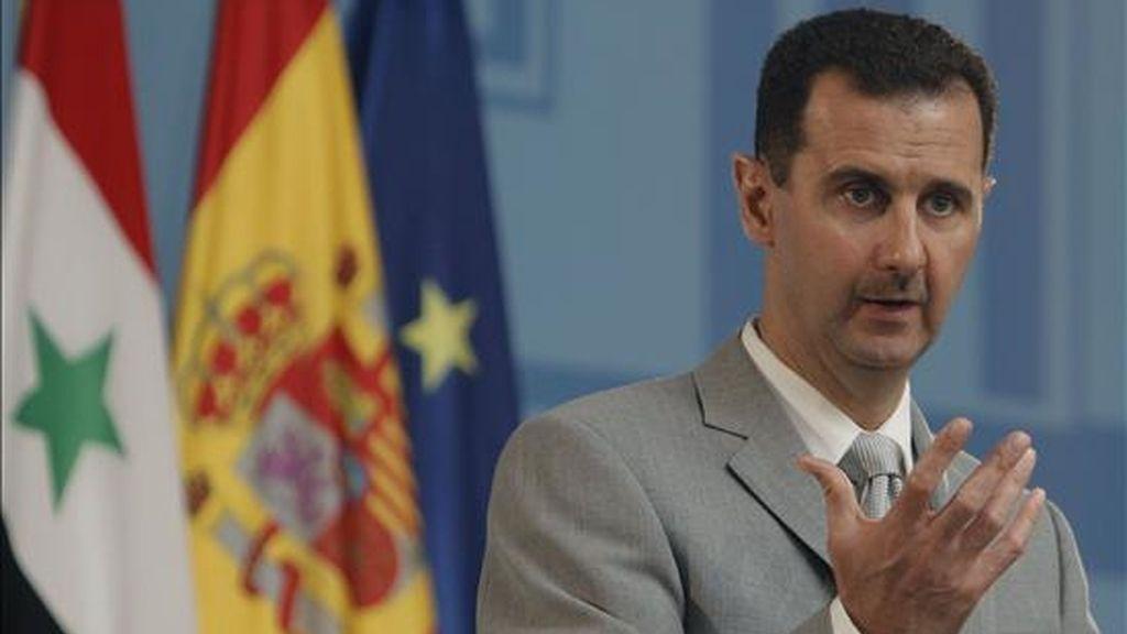 El presidente de Siria, Bachar al Asad, durante la rueda de prensa que ofreció este lunes junto al presidente del Gobierno español, José Luis Rodríguez Zapatero, tras reunirse en el palacio de la Moncloa. EFE