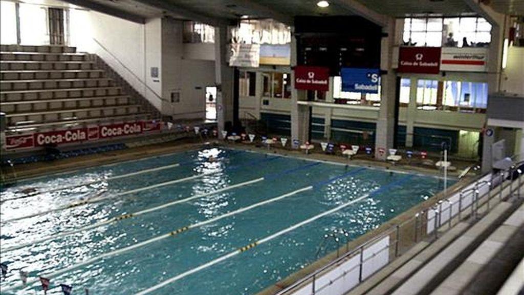 Imagen de otra piscina en la que 81 niños y 6 adultos resultaron intoxicados al inhalar cloro. EFE/Archivo