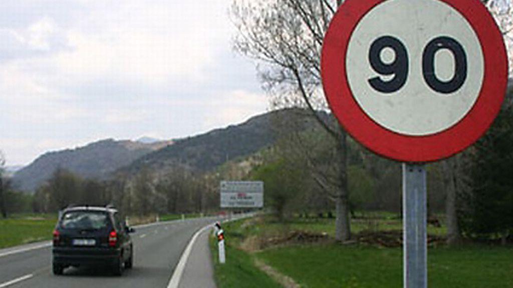 El Gobierno prevé disminuir la velocidad en las carreteras convencionales a 90 km/h