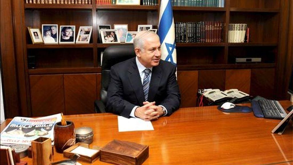 El primer ministro israelí, Benjamin Netanyahu, en su oficina de Jerusalén (Israel) el pasado 2 de abril. Netanyahu asumió el 1 de abril, las riendas del gobierno de Israel. EFE/Archivo