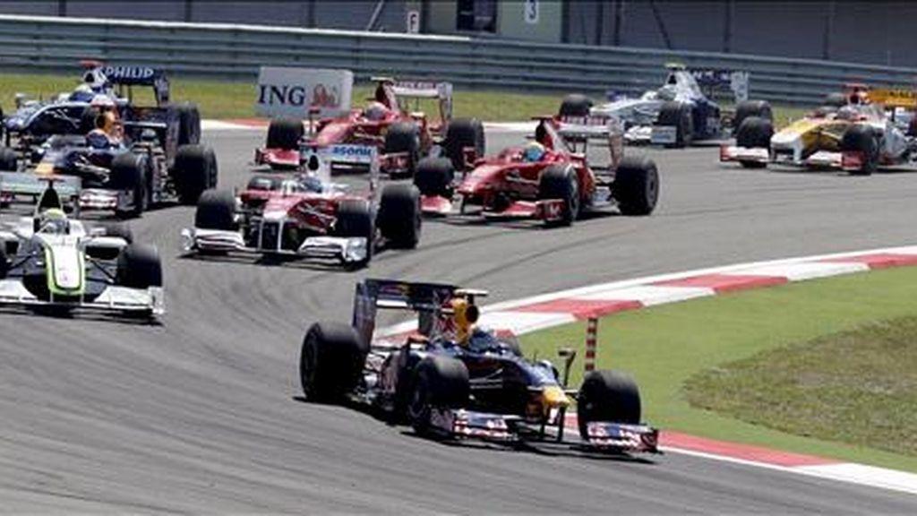 La Asociación de Equipos de Fórmula Uno (FOTA) se reunirá esta noche en la sede británica de la escudería Renault, en Enstone, para estudiar la nueva oferta de la Federación Internacional del Automóvil (FIA), que mañana debe anunciar la lista definitiva de equipos inscritos en el Mundial de Fórmula Uno del 2010. EFE/Archivo