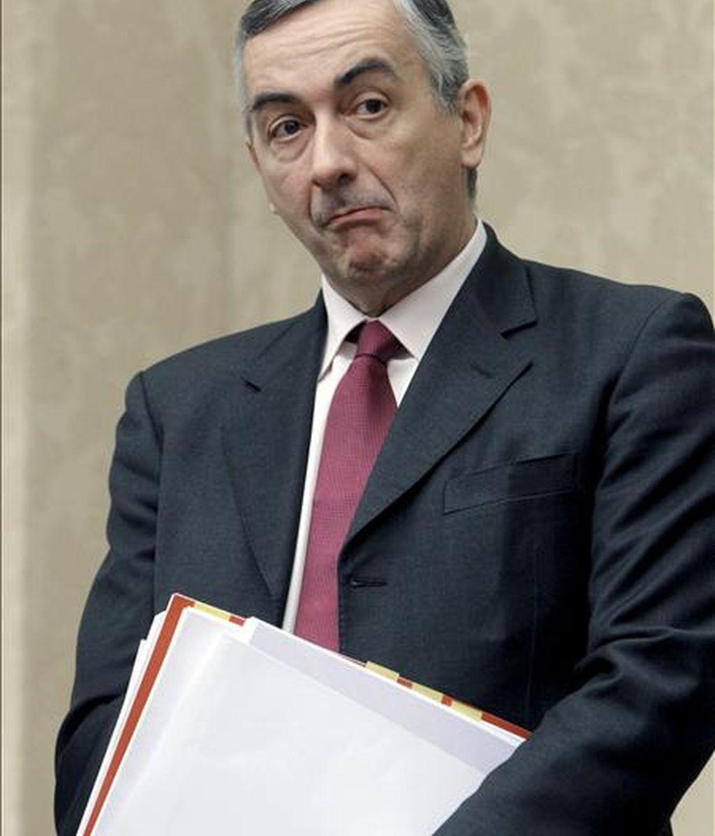 El secretario de Estado de Hacienda, Carlos Ocaña, momentos antes de informar hoy en el Congreso de los datos de la ejecución presupuestaria del Estado hasta octubre, después de que el déficit de la Administración central se redujera el 42,1% hasta septiembre y se situase en el 3,45% del PIB. EFE