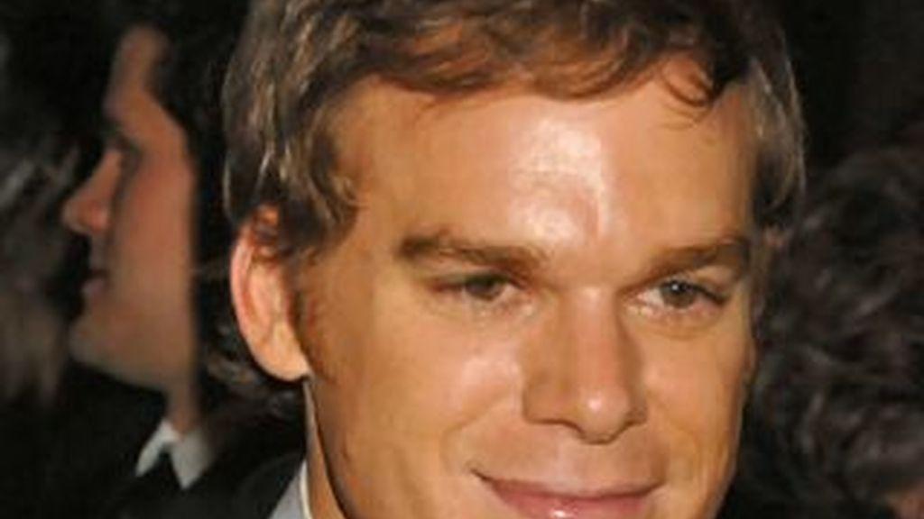 El actor Michael C. Hall, famoso por encarnar a Dexter, de la famosa serie de televisión se recupera de un cáncer linfático tras un tratamiento de quimioterapia.