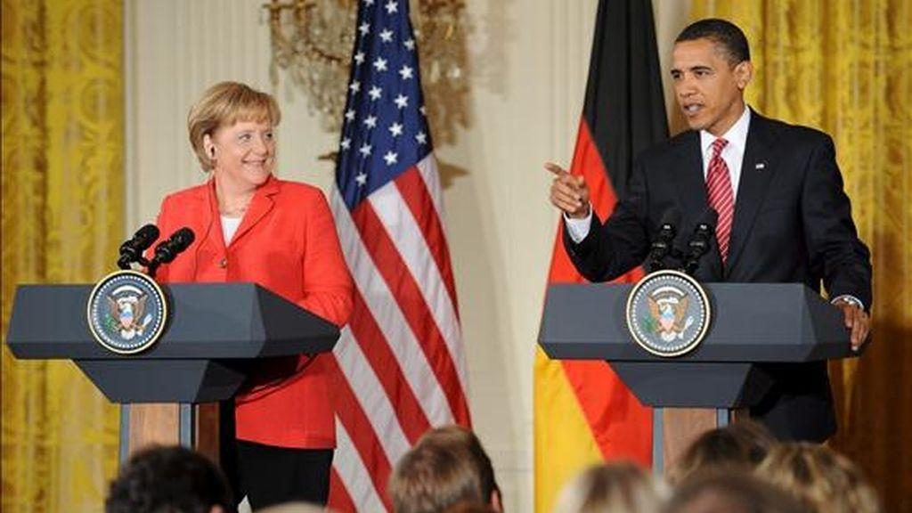 Imagen de este viernes del encuentro entre la canciller alemana, Angela Merkel (i), y el presidente de Estados Unidos, Barack Obama. EFE