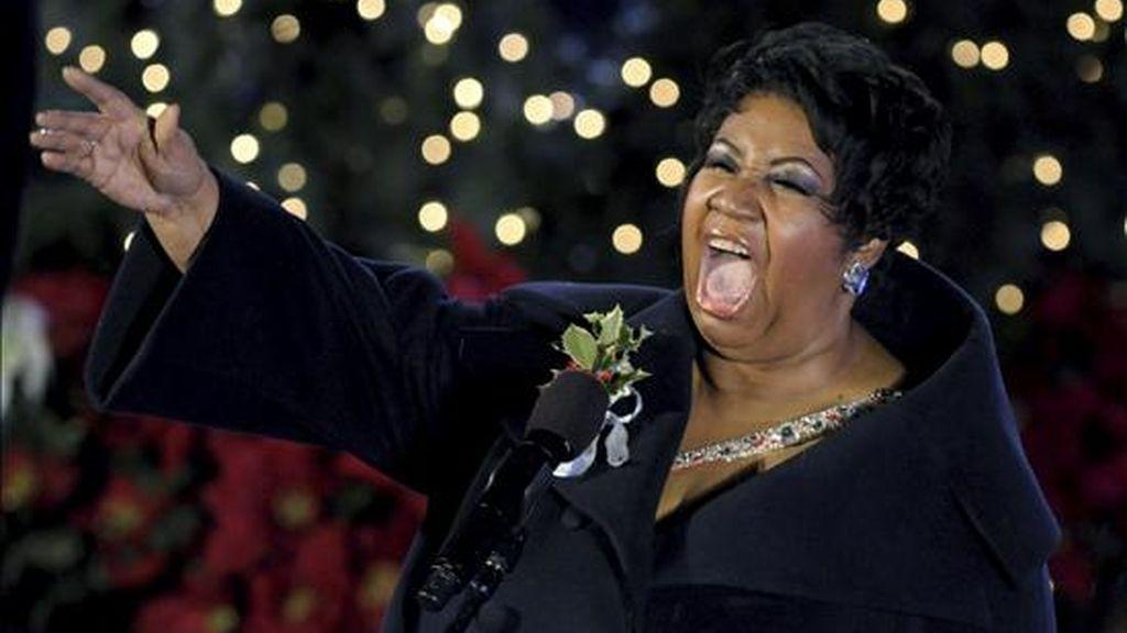 Fotografía de archivo que muestra a la cantante de soul Aretha Franklin durante su actuación en la ceremonia anual del Árbol de Navidad de Rockefeller Center en Nueva York (Estados Unidos). EFE/Archivo