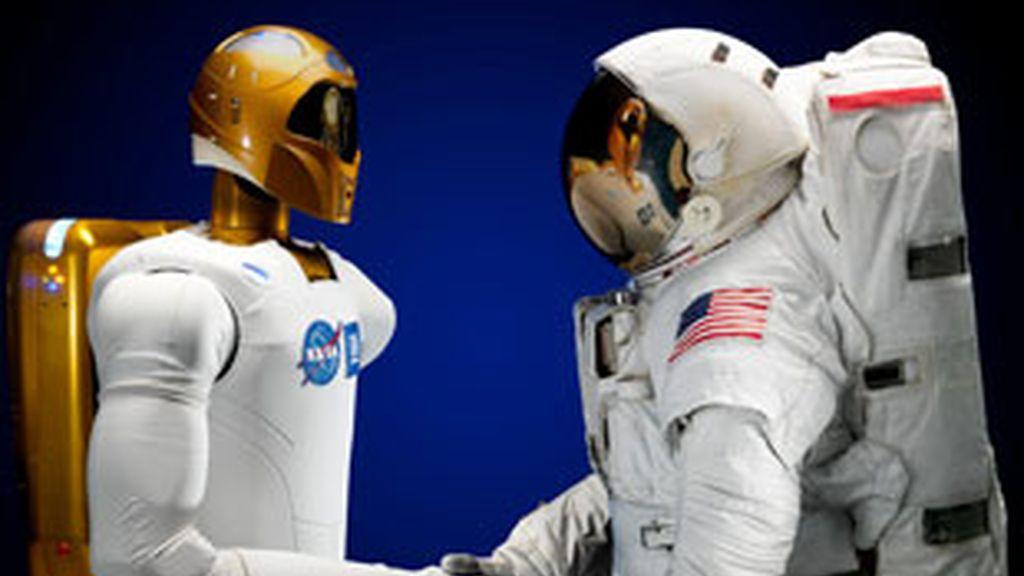 Robonaut viajará a bordo del Discovery el próximo otoño para quedarse en la Estación Espacial Internacional. FOTO: EFE