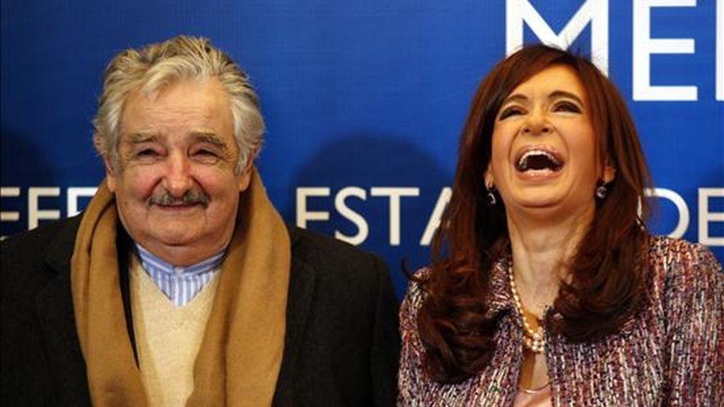 La presidenta de Argentina, Crisitna Fernández, recibe a su par de Uruguay, José Mujica, para participar de la reunión plenaria de la XXXIX Reunión del Consejo del Mercado Común y Cumbre de Jefas y Jefes de Estado del MERCOSUR y Estados Asociados. EFE