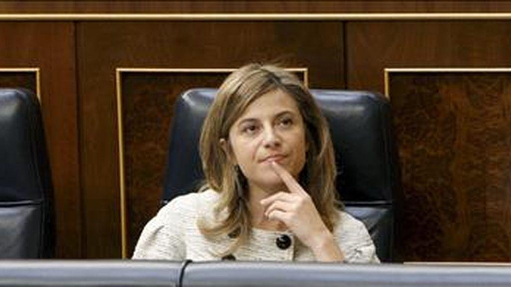 La ministra de Igualdad, Bibiana Aído, durante la sesión de control al Ejecutivo que se celebra en el Congreso, y en la que se habla, entre otros asuntos, de las críticas del Banco de España al aumento del déficit público. EFE