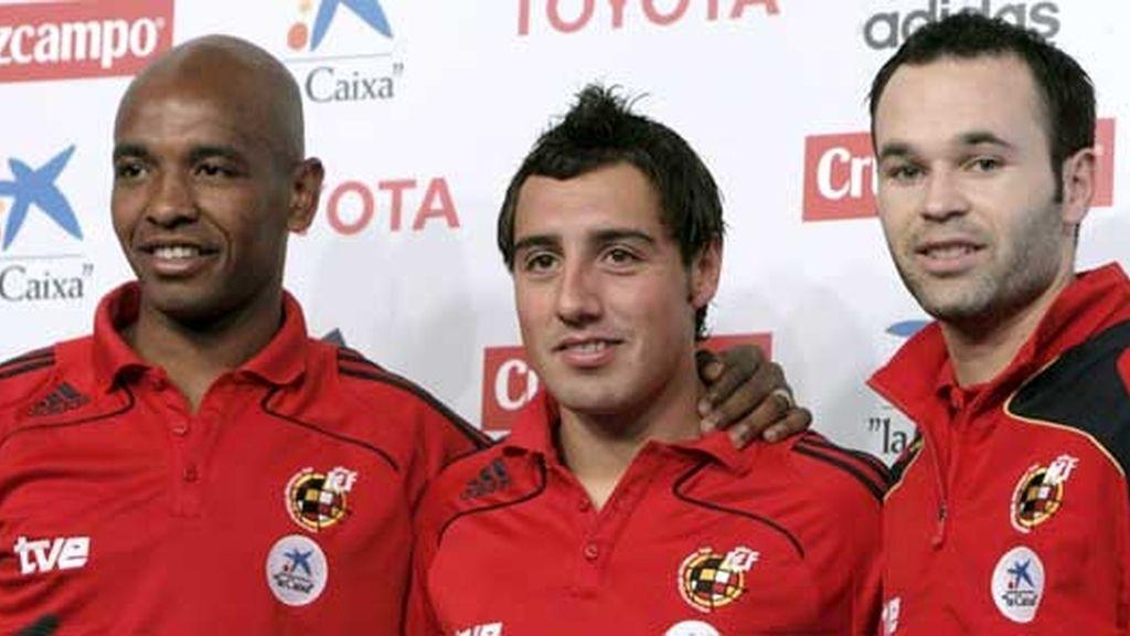 Iniesta y Cazorla tras la rueda de prensa celebrada después del entrenamiento. Foto: EFE