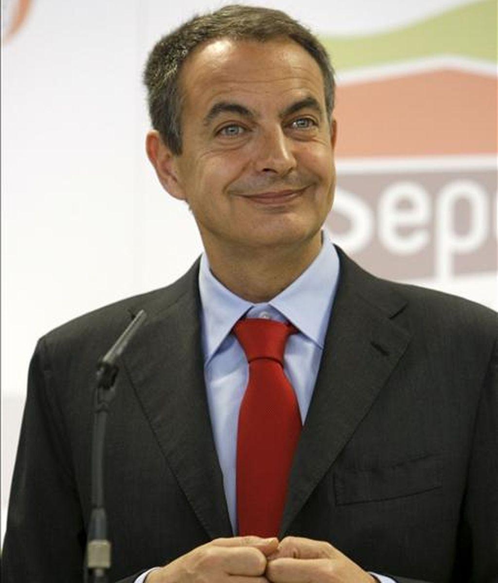 El presidente del Gobierno, José Luis Rodríguez Zapatero, durante la conferencia de prensa que ofreció hoy antes de visitar la sede de la Entidad Pública Empresarial de Suelo (SEPES), con motivo de su 50 aniversario. EFE
