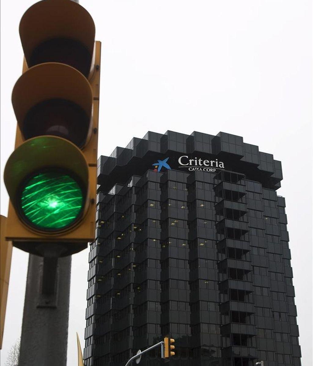 Vista de las oficinas centrales de La Caixa, en la avenida Diagonal de Barcelona. EFE/Archivo