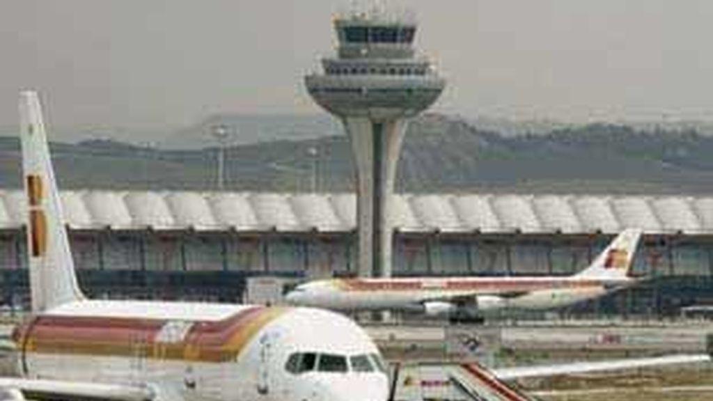 Torre de control en el aeropuerto de Barajas, en Madrid.