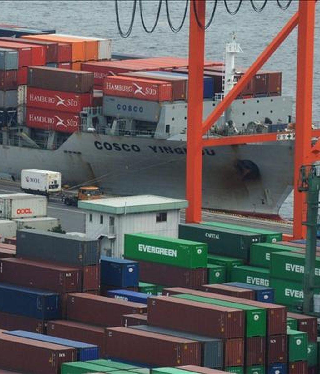 Varios contenedores de mercancías listos para su exportación. EFE/Archivo