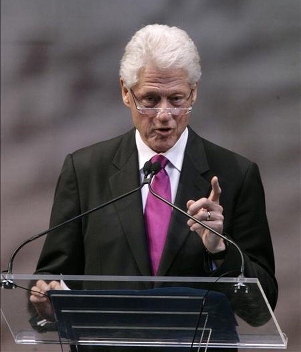 El ex presidente de EE.UU. y enviado especial de la ONU para Haití, Bill Clinton, presidió la reunión de la Comisión Interina para la reconstrucción de Haití (CIRH), junto al primer ministro haitiano, Jean-Max Bellerive, a la que también asistieron la secretaria de Estado de EE.UU., Hillary Clinton y los ministros de Exteriores de Francia, España y Argentina, entre otros. EFE/Archivo