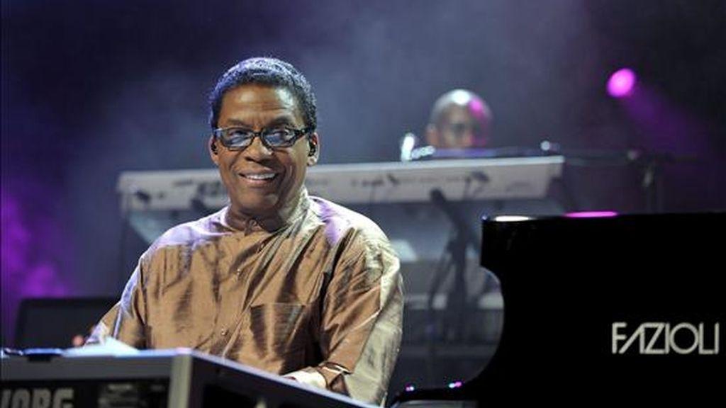El pianista y compositor de jazz estadounidense Herbie Hancock, durante una actuación. EFE/archivo