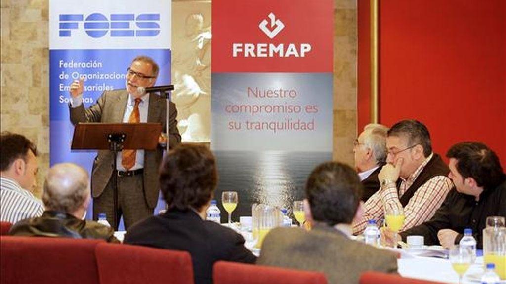 El director general de Tráfico, Pere Navarro, durante su intervención hoy en un desayuno-coloquio sobre accidentes in itinere, organizado por la Federación de Organizaciones Empresariales Sorianas (FOES) y la Fundación para la Prevención de Riesgos Laborales. EFE