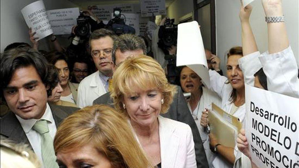 Esperanza Aguirre en su visita al Ramón y Cajal. Vïdeo: Atlas