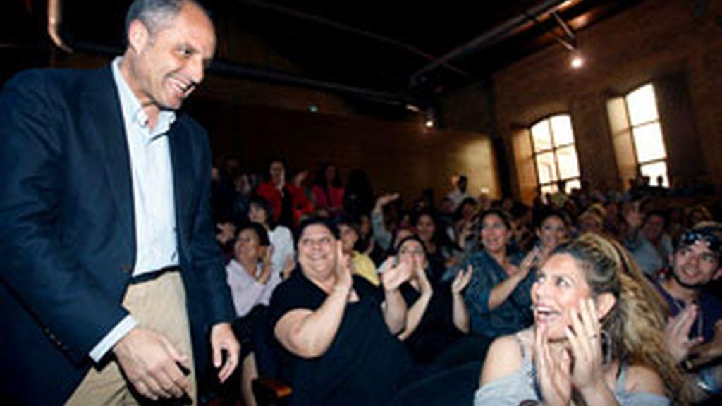 Francisco Camps, a su llegada al encuentro celebrado en el complejo Deportivo-Cultural La Petxina de Valencia. Foto: EFE.