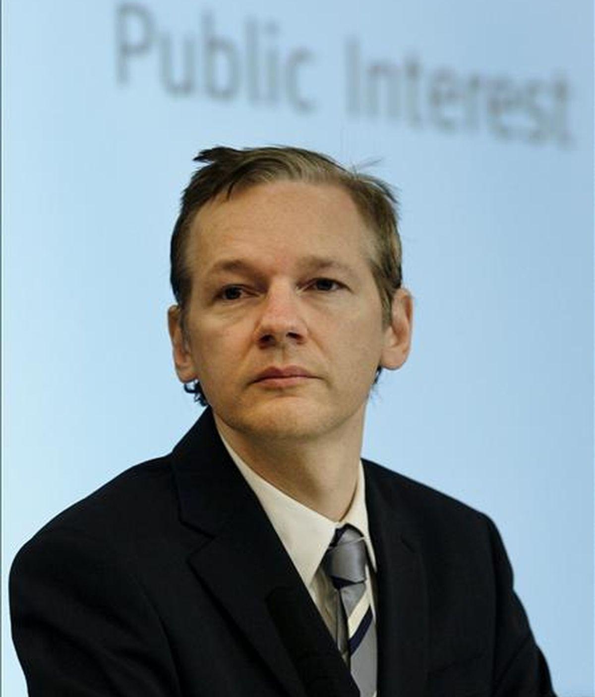 Foto de archivo del fundador del portal WikiLeaks Julian Assange durante una rueda de prensa dada en Londres (Reino Unido) el 23 de octubre de 2010. EFE/Archivo