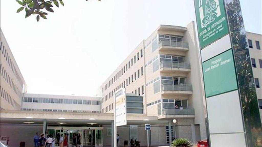 Exterior del Hospital Juan Ramón Jiménez de Huelva, donde ha fallecido la joven. EFE/Archivo