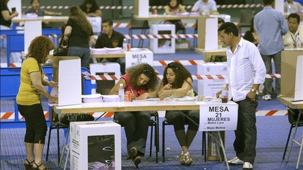 Para la elección de parlamentarios andinos inscribieron 23 listas, de entre las cuales se deben designar a los cinco representantes del país al organismo regional. EFE