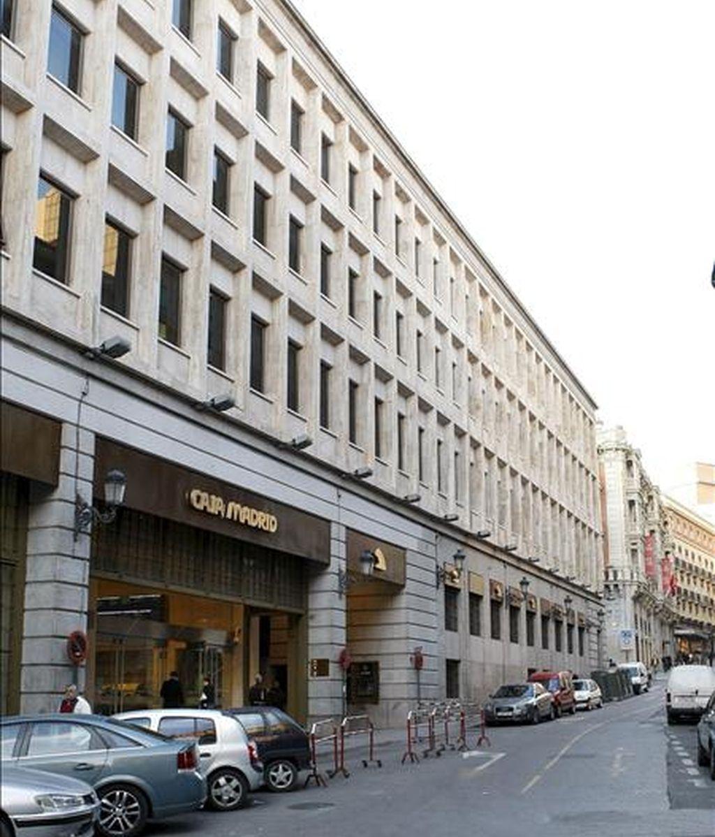 Imagen de archivo de la fachada de la sede institucional de Caja Madrid. EFE/Archivo