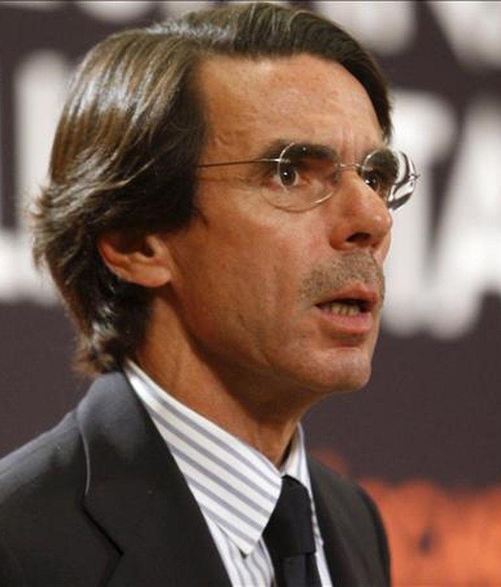 """El ex presidente del Gobierno español, José María Aznar, reivindicó la lucha integral y coordinada contra las redes terroristas en todo el planeta, y recordó que el EEUU había considerado el """"terrorismo como algo externo"""" hasta que sufrió el ataque del 11 de septiembre. EFE/Archivo"""