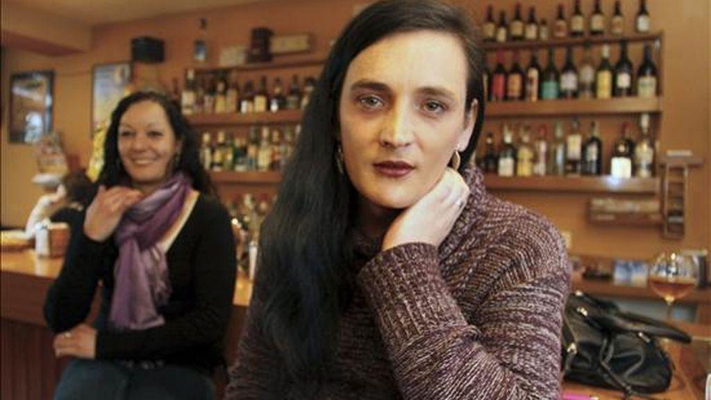 La transexual lucense Alexia Pardo Vila (d) durante las declaraciones que realizó a Efe tras conocerse hoy la sentencia del Tribunal Europeo de Derechos Humanos, que destaca que España no la discriminó al haber reducido el régimen de visitas a su hijo. EFE